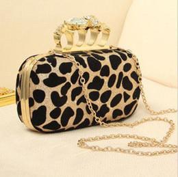 FreeShipping 2013 Leopardo Nuevo Diamante de la Calavera de Cristal de los Nudillos de la Noche del Embrague Anillo Bolsa de Cosméticos de 2 colores desde de embrague del anillo de leopardo fabricantes