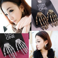 Wholesale Fashion jewelry earring New punk Skeleton Hand bertrieben Earring Ear Stud Gift