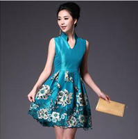 Wholesale Phan Dora The Queen Extravagant Gesture Delicate Embroidery Retro Noble Silk Dress Cheongsam