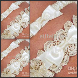 Wholesale Real Sample Bridal Accessories Ivory Lace White Mini Bowknot Wedding Garter Matching Wedding Dress