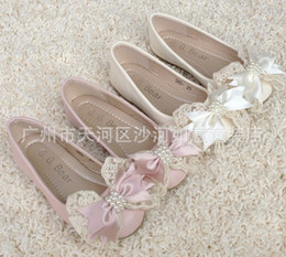 Wholesale 2013 Girls Leather Shoes New Girl s Princess Shoes Flat Bow Pearl Lace High Quality Dress Shoes