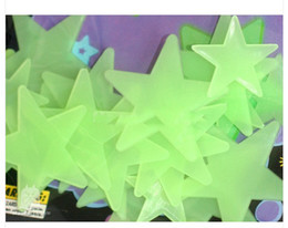Wholesale 3cm GLOW IN THE DARK D STARS STICKERS with adhesive BABY KIDS GIFT
