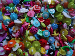 Lovely variety of cartoon characters candy-colored children's buttons, mixed sales