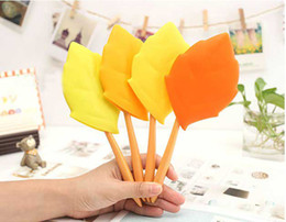 Wholesale Candy Color Maple Leaf Brushing Cup Silicon Toothbrush Holders Travel Portable Toothbrush Cup Set