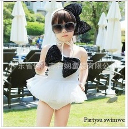 Wholesale Summer with Strawberry coral beautiful bowknot fission swimsuit in children