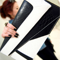 Wholesale Lady s handbag autumn and winter fashion serpentine pattern color block clutch day clutch envelope
