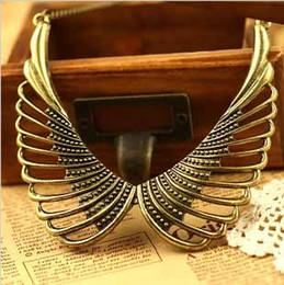 Señoras Retro Punk Hollow Fuera de bronce del metal del ala del ángel Gargantilla Bib Falso collar del collar # 8054