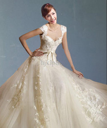 Wholesale Most Sumptuous Delicate Affordable prices Sexy Designer Strapless Tulle lace Wedding Dress