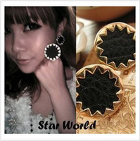 Wholesale Fashion Retro Alloy Stud Middle Black Leather Sunflower Earrings Black Charm Earrings HS