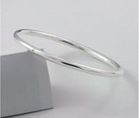 Wholesale Fashion minimalist glossy silver bracelet gifts necessary