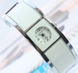 Wholesale Simple lady new ladies casual bracelet watch electronic watches