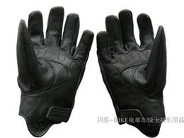 Venta caliente de la motocicleta en venta-Negro venta invisible calientes guantes de moto punzonado guantes de seda súper transpirable