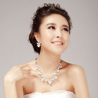 Wholesale bridal pearl necklace earrings wedding Jewelry set NJ simulated pearls silver plating zinc alloy pierced or clip earrings promotion