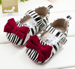 Wholesale pairs M Newborn Baby Boys First Walker shoes Infant Floral Soft sole Shoes Toddlers prewalker Zebra Shoes With Bow