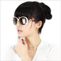 PC Fashion Oval 2013 new genuine female models polarized sunglasses 8222 car anti-glare large box