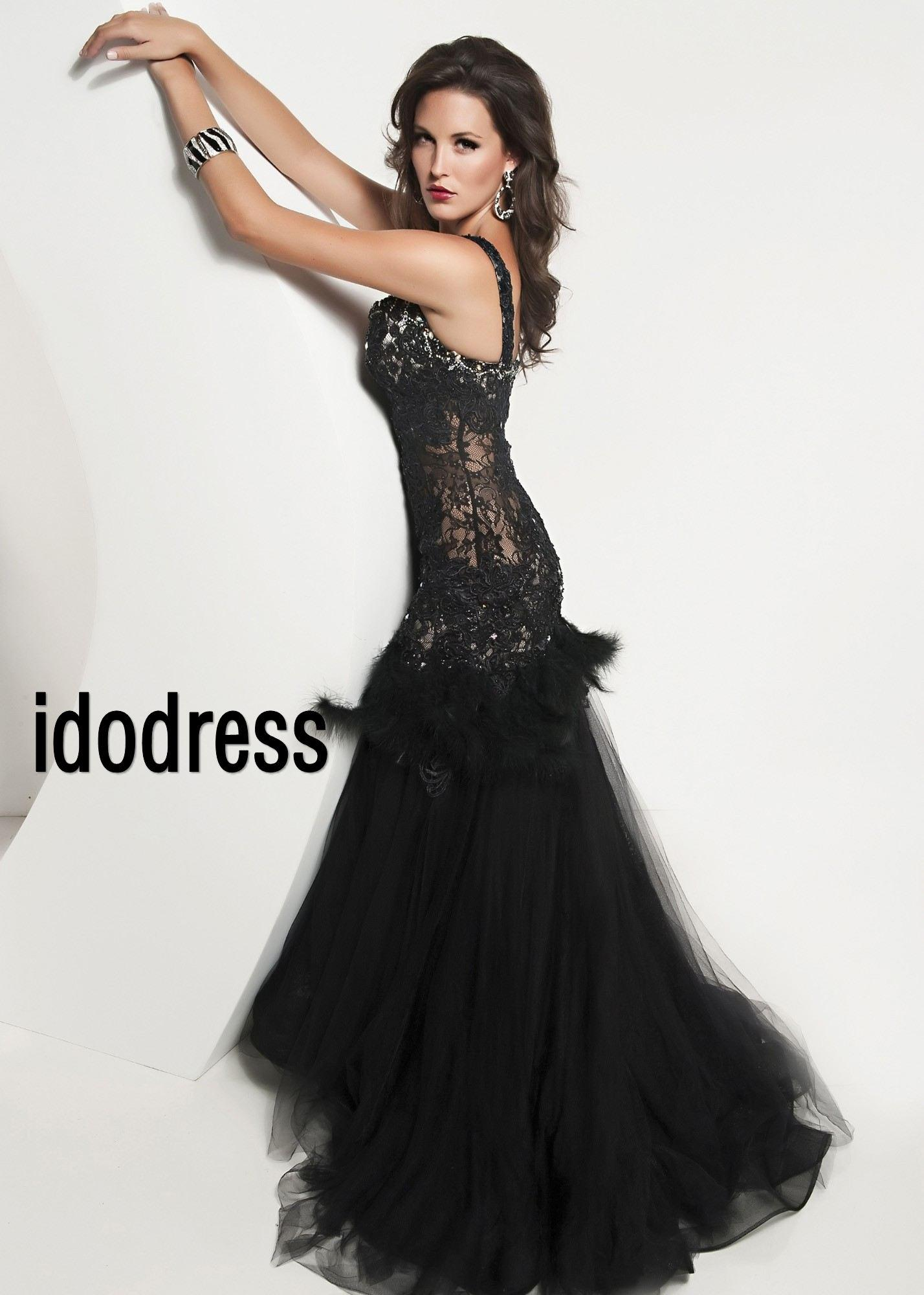 Little Black Dresses - The little black dress - a classic that never gets old. Shop for dresses at Le Chateau.