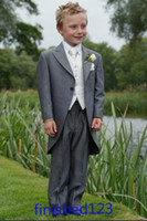 achat en gros de enfants smoking costumes-Custom Made Grey Boy Wear Formal Tuxedos Peak Lapel Enfants Costume Kid Wedding Prom Suits (Veste + Pantalons + Vest + Cravate) BM: 31