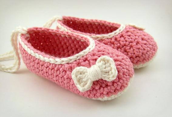 Оптом - 100pairs / много Детские вязания крючком обувь новорожденных девочек балета ботинки младенца ручной работы первые ботинки ходока дети цветок листья