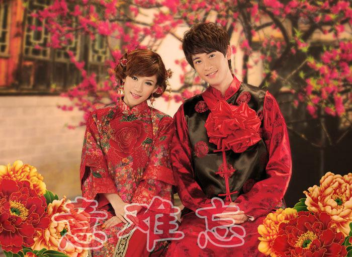 Chinese ancient costume wedding dress toast cheongsam bride and groom