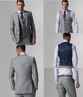 Precio de Lazo de lana-Las lanas de la alta calidad se adaptan a los juegos del baile de fin de curso de los trajes del negocio de los hombres de la retaguardia de la muesca de los smokinges del novio del gris de la raja del lado (chaqueta + pantalones + lazo + chaleco) AA: 02