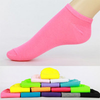 Wholesale Solid Color Asakuchi Women s Socks Invisible Boat Sock Sport Combed Lady Short Hosiery pairs
