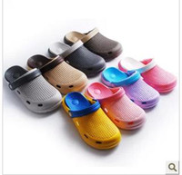 Wholesale Cool summer beach slippers for men and women lovers hole hole shoes garden shoes baotou slippers sandals thick bottom can unpick and wash