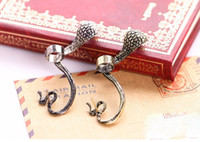 Wholesale Artilady vintage cobra design gold snake ear cuff ear pin fashion jewelry for lady