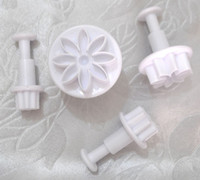 assured lettings - 4 in Set Daisy Plunger Cutters Pastry Decorating Tools Food grade resin material let your baby rest assured