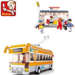 Wholesale newest Building blocks set trolley bus educational plastic toy kids toy with assembles particles EMS
