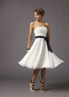 Wholesale Beach Wedding Bridesmaid Dresses White and Black Classic A Line Shirred Knee Length Chiffon Short Wedding Party Dresses