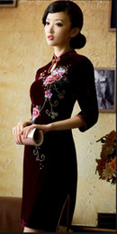 Wholesale High Collar Burgundy Hand crafted Sequin Peony Button Edge Velvet Knee Length Chinese Dress