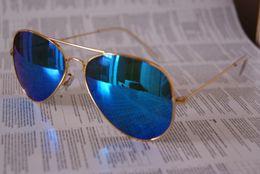 Lente de espejo en venta-Gafas de sol unisex de la calidad de AAA + Color de las gafas de sol de los hombres de la lente de la película Gafas de sol del espejo Gafas de sol de la película del color de los vidrios de la mujer con la caja 5pcs / lot