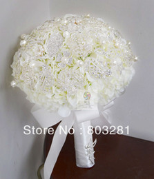 Wholesale Perfect bride holding flowers luxury high end custom wedding bouquet white silver brooch beadwork Wedding Accessories