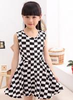 achat en gros de filles damier blanc noir-[Gros] coréenne Fashion version coréenne de jupe écossaise Tong Tong Petty fille grand damier noir et blanc jupe robe