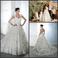 Reference Images V-Neck Lace Demetrios 1440 Vintage Cap Sleeve Lace Applique Drop Back A Line Bridal Gown Ball Gown Wedding Dresses Chapel Train