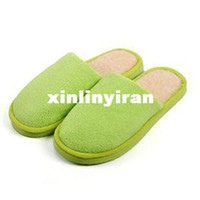 Wholesale hot sale Both men and women indoor slippers green color in stock