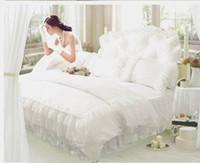 venda por atacado bedspread-Luxo Snow White rendas colcha de cama princesa definir rainha king size 4pcs lençóis saia da cama tampa Consolador / edredon casa de têxteis de algodão