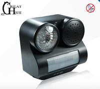Wholesale Promotion Via DHL Bird Repeller Sound amp Flashlight Pest Repeller Motion Activated Animal Repeller