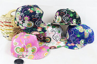 Wholesale new arrival Chinese totem floral embroidery fashion hip hop cap flat cap street dance special cap