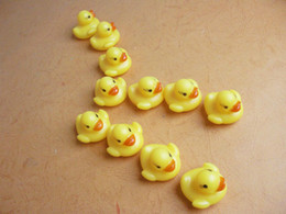 Free Ship 100pcs Rubber Swimming Duck 4*3.5cm Sounding Duck Toy Educational Toys for Kids Bath Water Ducks Toy Christmas Gift