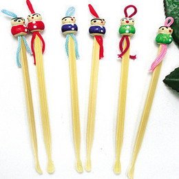 Wholesale Mini Ershao Tools digging Ershao curette not to hurt the ears Natural bamboo wood hand painted Chinese Doll Small gifts to give as gift