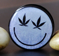 Wholesale Happy face marijuana eyes screw ear plugs tunnel mixing sizes body piercing jeweley E4P869