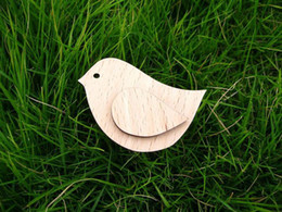 Wholesale new Vintage bird with an wing cute design fashion wooden bird brooch diy dressed wearing