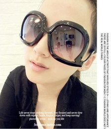 Wholesale Promotion Fashion Design Sunglasses Woman Upside Down Sunglasses Oversized women sun glasses Cheap Lady Glass prs