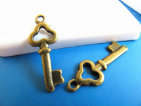 Wholesale Vintage Love Key Pendant Antique Bronze Key Charm Antique Connector Findings Fit Bracelet and Necklace DIY