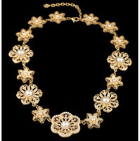 Wholesale Flower collar necklace adorned with pearls and diamond crystals K gold finish high quality jewelry pearl necklace women choker short chain