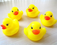Wholesale Baby toy yellow rubber duck squeeze the ring take a shower swimming early childhood educational toys