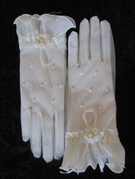 Wholesale New Style High Quality Light Ivory Short Wrist Length Pearl Bridal Gloves Wedding Gloves Suit for Wedding Events Dresses