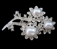 Wholesale Flower Design Silver Plated Clear Rhinestone Crystal White Pearl Brooch