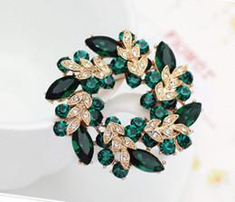Gold Plated Dark Green Rhinestone Crystal Diamante Wreath Pin Brooch